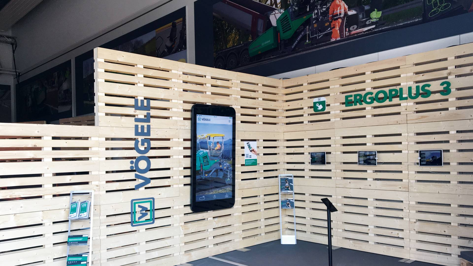 Large smartphone with the Vögele app at the stand