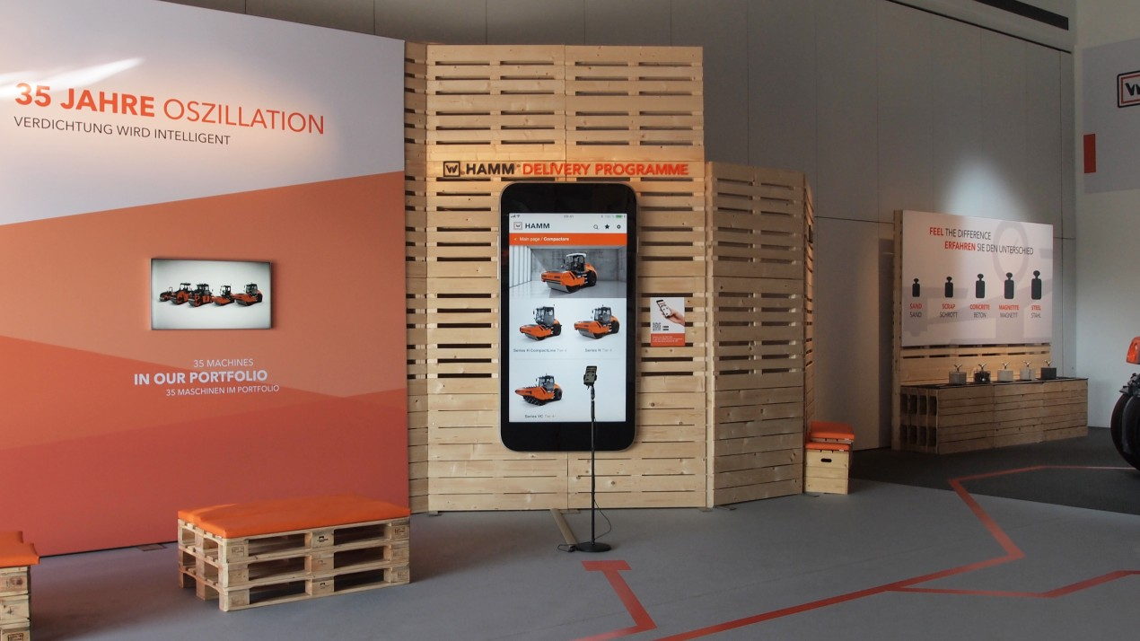 Smartphone with the Hamm app at the stand